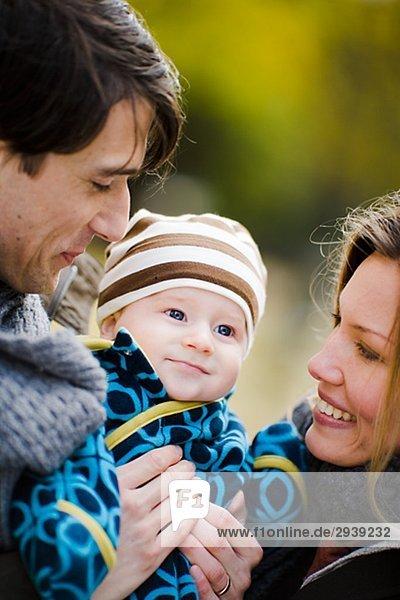 Eine lächelnd Familie Schweden.