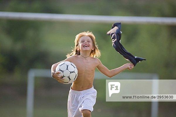 Fußball Boy ausgeführt mit nacktem Oberkörper SC-532037