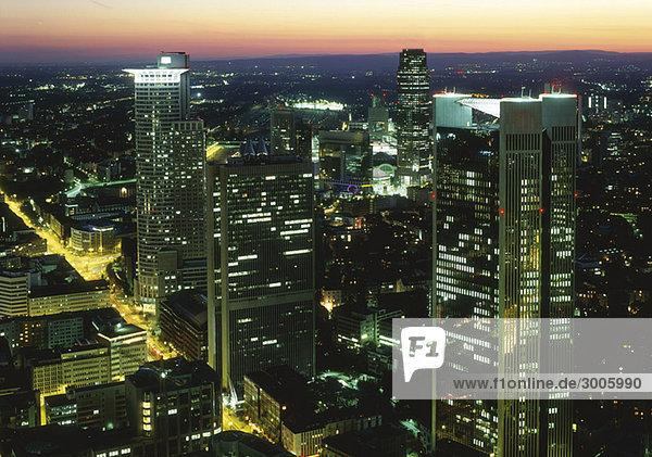 Beleuchtete Skyline von Frankfurt am Main  Hessen  Deutschland