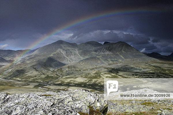 Regenbogen im Rondane Nationalpark  Norwegen  Skandinavien  Nordeuropa