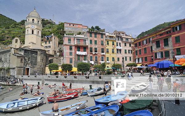 Hafenansicht von Vernazzo  Ligurien  Cinque Terre  Italien  Europa