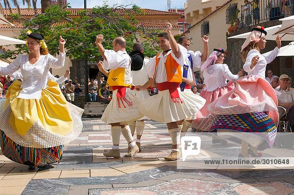 Tänzer in traditioneller Kleidung  Las Palmas  Gran Canaria  Kanarische Inseln  Spanien