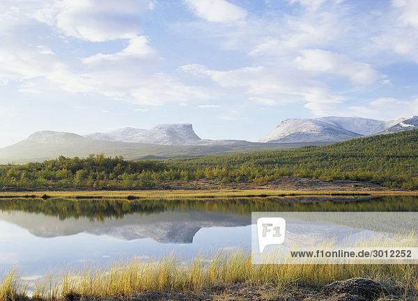 Reflexion der Berge im lake