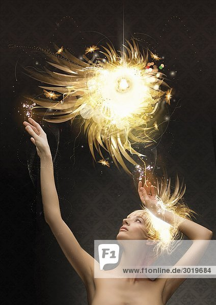 Frau greift nach glühende Ball Frau greift nach glühende Ball