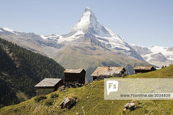 Hügelhäuser in der Nähe von matterhorn
