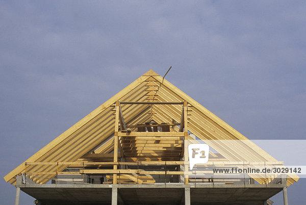 Deutschland  Baustelle  Dach im Bau