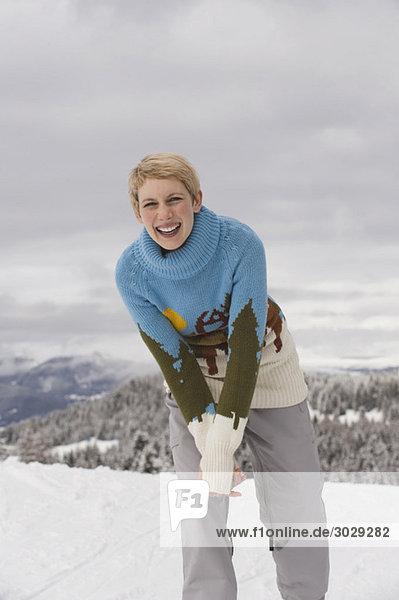 Italien  Südtirol  Junge Frau lächelnd  Portrait