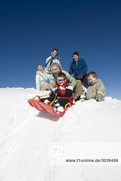 Italien  Südtirol  Seiseralm  Familienrodeln