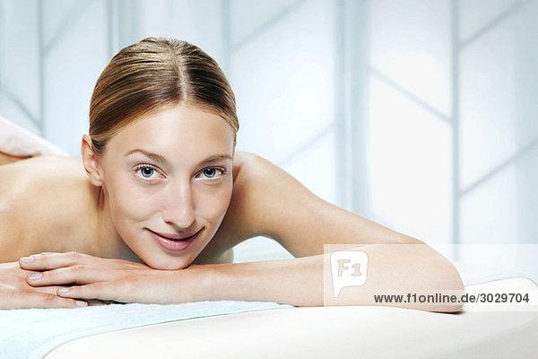 Junge Frau im Kurort  Porträt