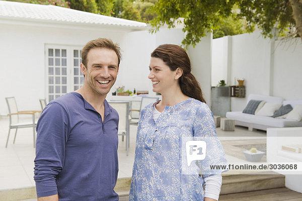 Nahaufnahme eines lächelnden Paares