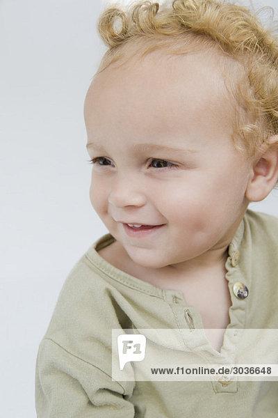 Nahaufnahme eines lächelnden Jungen