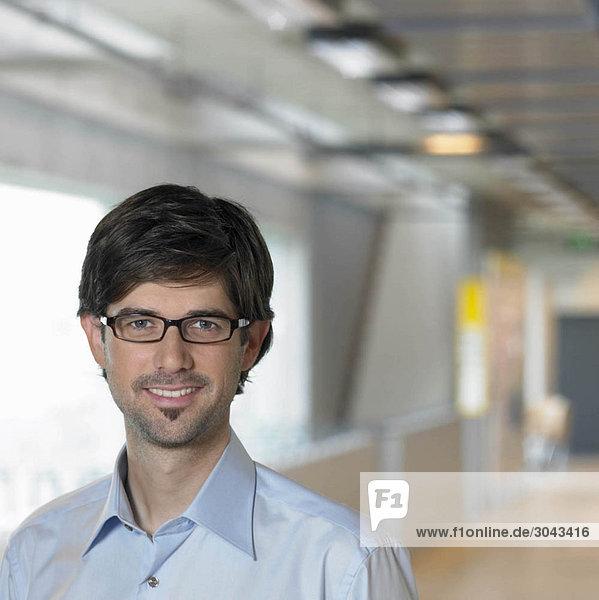 Porträt eines jungen Geschäftsmannes  Nahaufnahme