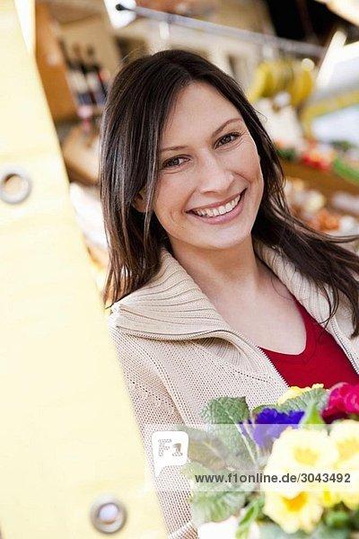 Porträt einer Frau auf dem Marktplatz