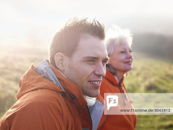 Mann & Frau beim Wandern