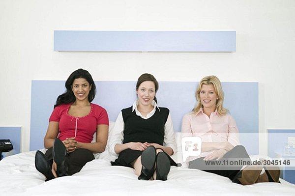 Porträt von drei Kolleginnen