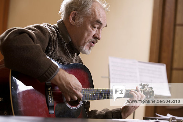 Reife Music Instructor Gitarre