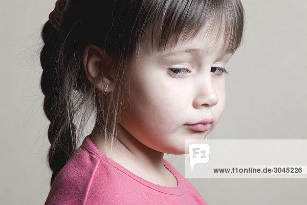 Porträt von verdächtige junge Mädchen Porträt von verdächtige junge Mädchen