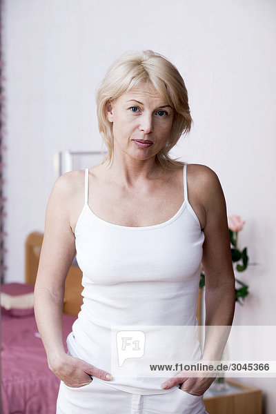 Portrait blonde Frau