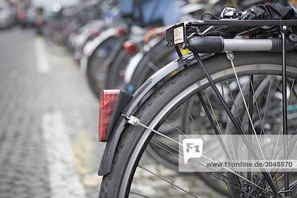Nahaufnahme Fahrrad in street
