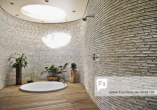 Eingelassene Badewanne in den boden eingelassene badewanne in modernem badezimmer