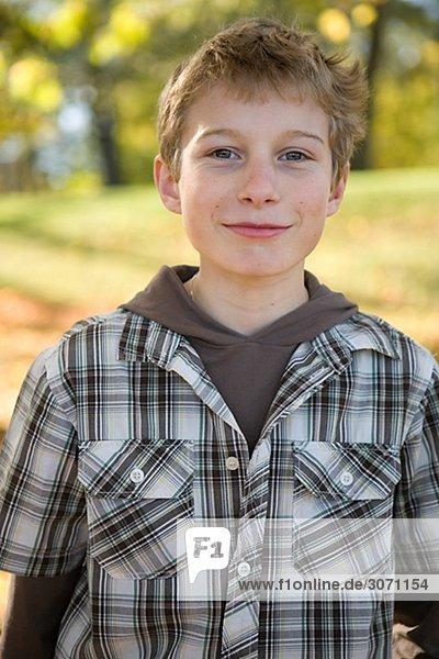 Portrait Junge - Person Laub