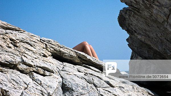 Sonnenbaden am Clifs Amorgos Griechenland