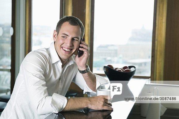 Geschäftsmann am Tisch