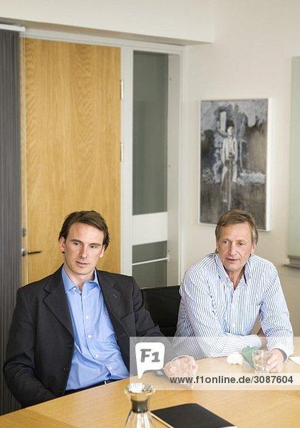 Zwei Männer beim Treffen