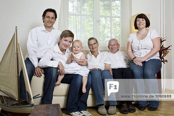Formales Porträt einer Mehrgenerationen-Familie