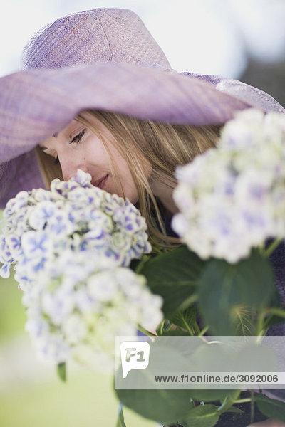 Porträt einer Frau mit Blumen Porträt einer Frau mit Blumen