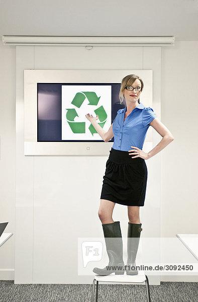 Frau mit grünen Konzepten