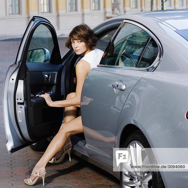 Frau immer von einem Auto  Biltmore Hotel  Coral Gables  Florida  USA
