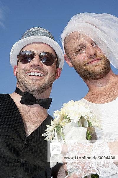 Frisch verheirateten homosexuellen paar Lächeln  Washington DC  USA