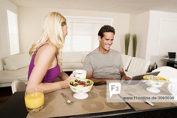 benutzen Notebook Frühstück