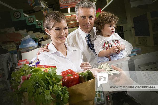 Kunden die Zahlungen des Checkout-Schalter