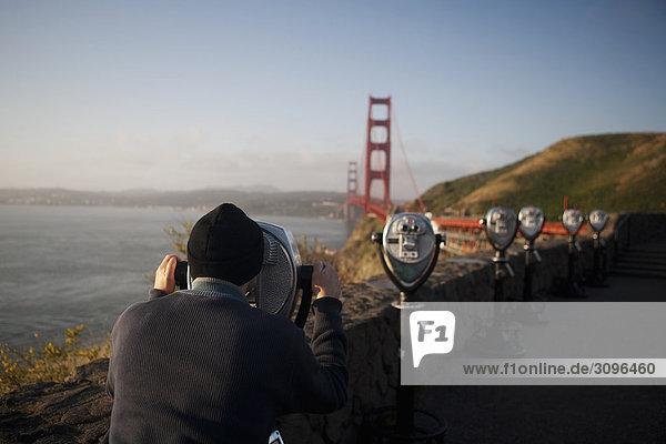 Vereinigte Staaten von Amerika USA sehen Tourist Brücke blättern Kalifornien Münzfernrohr Golden Gate Bridge San Francisco
