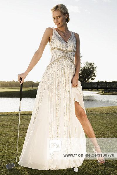 Braut stehen in einem Golfplatz  Biltmore Golf Course  Coral Gables  Florida  USA