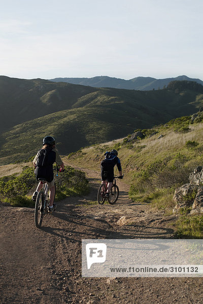 Berg radfahren Rückansicht Ansicht
