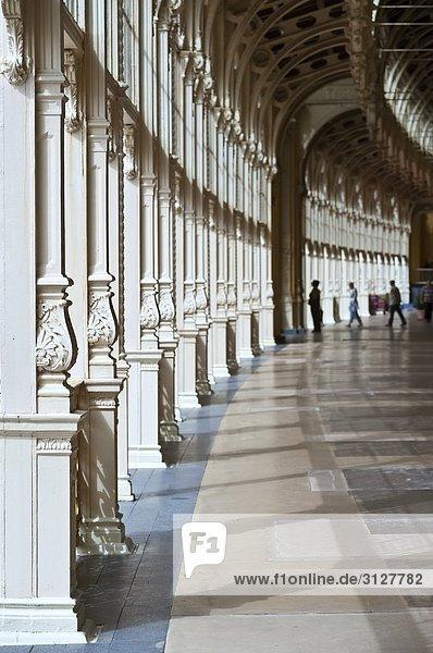 Säulen im Foyer eines Kurhauses  Karlsbad  Tschechische Republik
