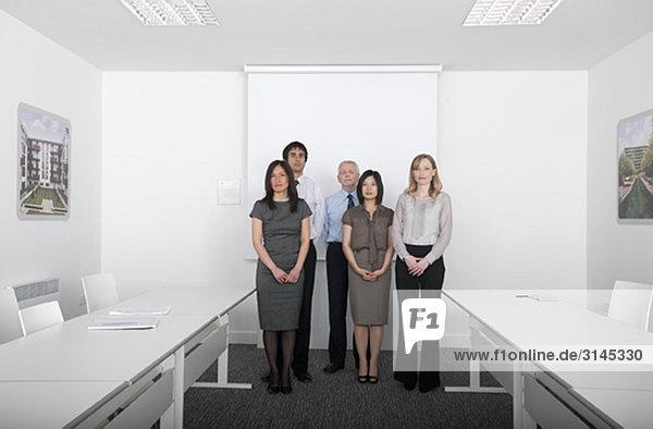 Gruppenbild im Besprechungsraum