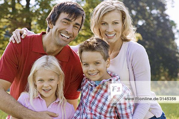 Ein Familienportrait im Park