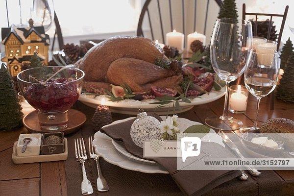 gedeckter tisch zu weihnachten mit gebratenem turkey usa. Black Bedroom Furniture Sets. Home Design Ideas