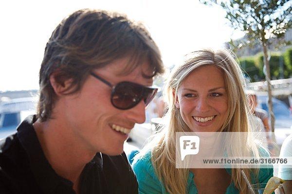 Ein Mann und eine Frau in einer Bar  Stockholm  Schweden.