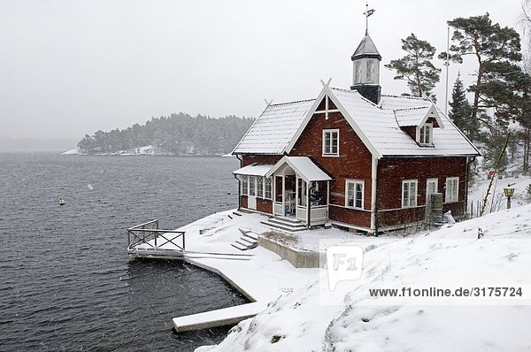 Winter Wohnhaus rot Inselgruppe Schweden