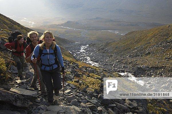 Wandern  trekking in den Bergen der Kebnekaise.
