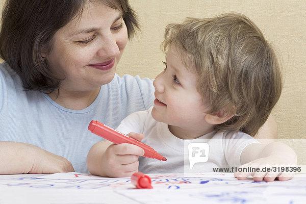 gerade als kleiner Junge Großmutter ist mit Filz Tipp Stifte Zeichnung