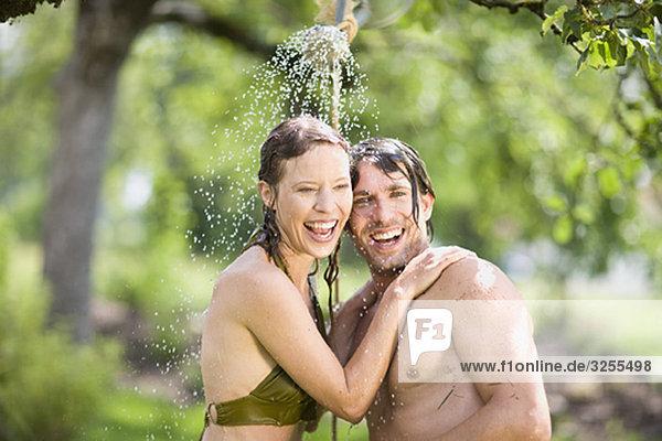 Mann und Frau in der Natur