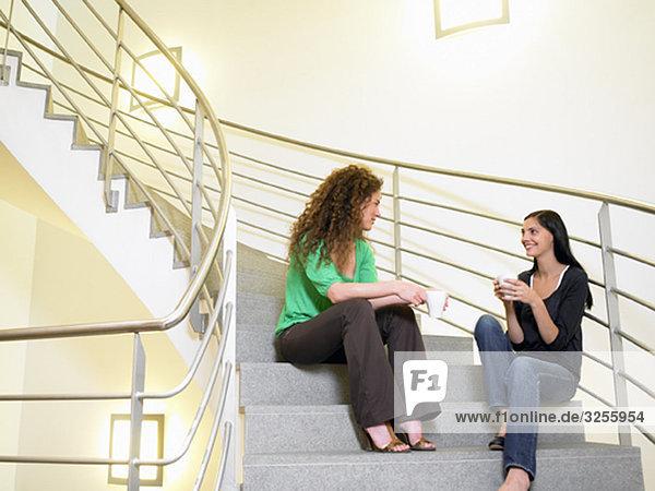 Geschäftsfrauen in der Kaffeepause