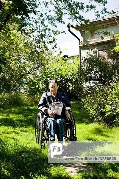 Frau Garten Rollstuhl