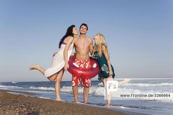 Türkei  Junge Leute am Strand  Spaß haben